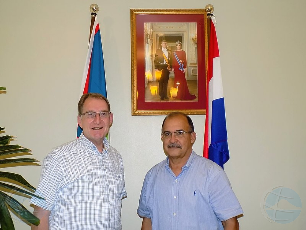 Ex gobernador di Aruba yudando pa drecha relacion entre Statia y Hulanda