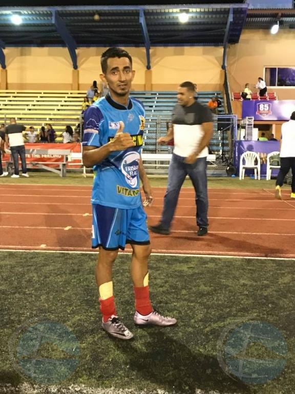 """Luis """"Coco"""" Estrada un di e 3 nominadonan di Futbol Aruba"""