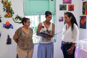 Hopi atencion y participacion na 'Poetry is an Island'