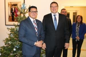 Prome bishita oficial di Gobernador Boekhoudt na Cas di Aruba