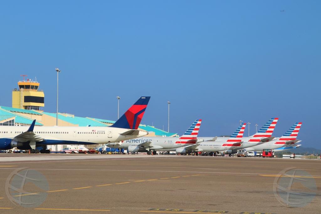 Aeropuerto a procesa mas cu 24.000 pasahero den weekend