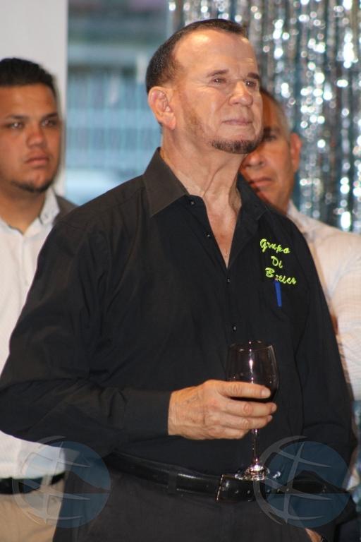 Rudy Croes a lansa su buki 'E hombr'i pueblo' completo na papiamento
