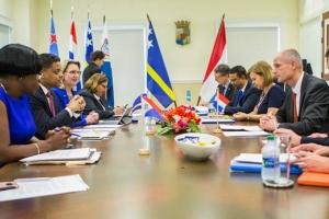 Aruba lo haya asistencia tecnico Hulandes pa 'deal' cu refugiadonan Venezolano