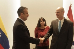 Acuerdo firma entre Venezuela y Hulanda ta data di aña 2013