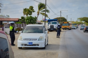Polis a duna 242 multa durante un control grandi di trafico