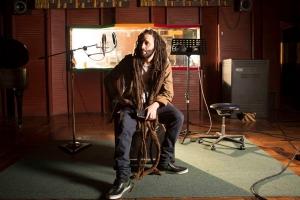 Artistanan Karol G di Colombia (reggeaton) y Alborosie di Jamaica (reggae) ta cla pa dialuna awor dia 30