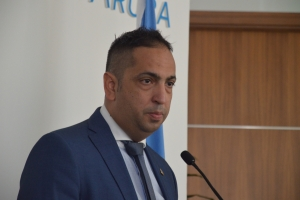 Corte: Si minister Oduber stroba FLPD di haci su trabou, lo cobr'e multa
