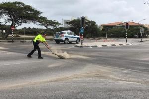 Azeta riba caminda na Palm Beach a causa varios dalmento cu auto