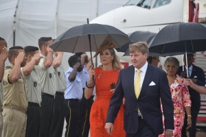 Rey Willem Alexander y Reina Maxima a yega Corsou