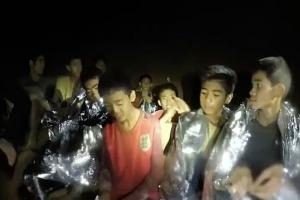 Tur 12 hoben Thailandes y nan entrenador rescata di cueba