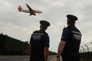 Pasaheronan riba buelo for di Aruba gara cu cocaina na aeropuerto Britanico