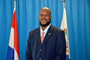 Minister deteni na St Maarten pa a core auto burachi