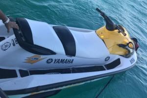 Polis maritimo a rescata personanan riba waverunner