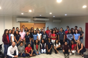 Dos klas di Colegio Arubano di bishita na VNO pa Prinsjesdag
