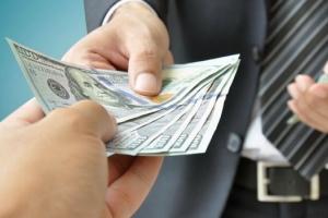 Lo bin un maximo den salario pa directornan di companianan estatal