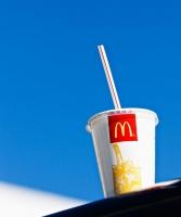 Ta stop di ofrece straw den restaurantnan di McDonald's