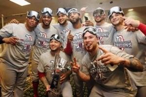 Un Arubiano y un Yiu di Corsou lo topa otro den Serie Mundial MLB