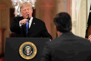 CNN ta demanda presidente Trump pa a revoca credencial di prensa