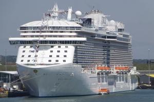Autoridad Mericano yudando cu investigacion di e morto riba bapor crucero