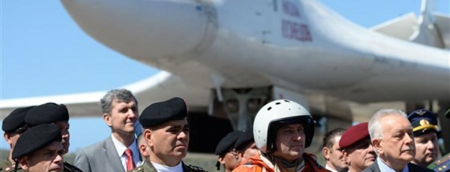 Avionan Ruso bombardero cu a yega Venezuela creando speculacion