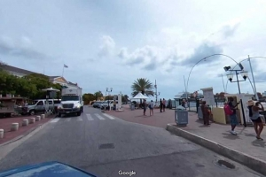 Awor por mira Corsou via Google Street View tambe