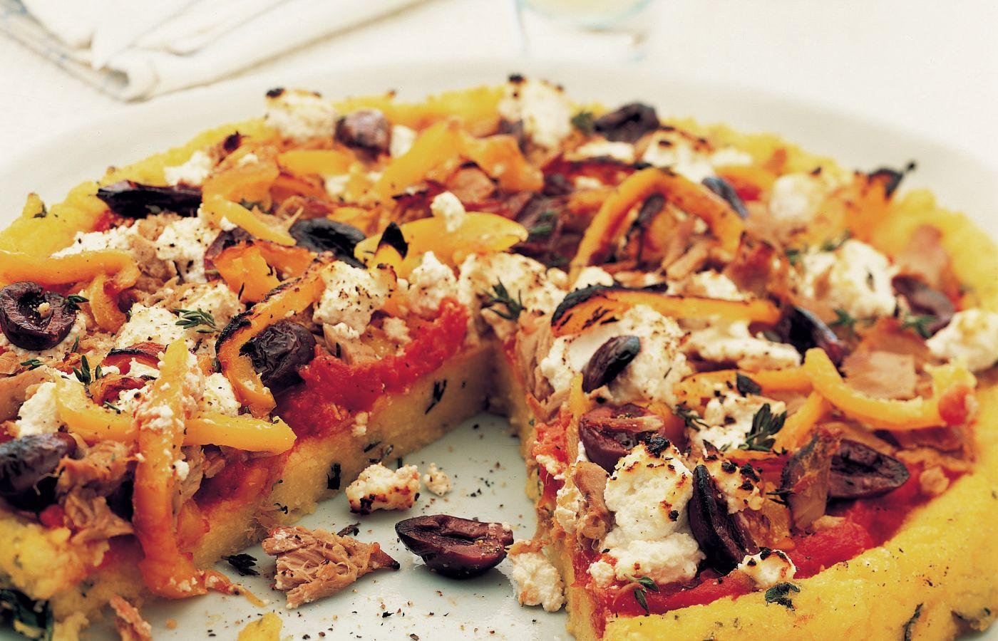 Pizza de polenta grillada con atún