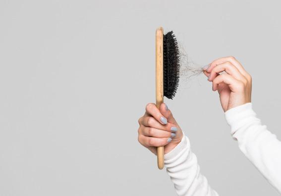 ¿Cómo frenar la caída del cabello? Soluciones y productos naturales