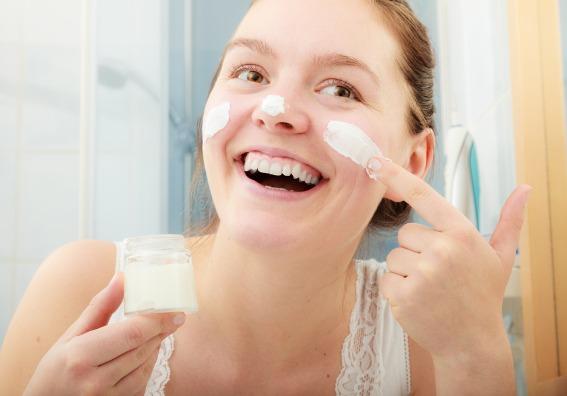 Cómo resolver el problema de la piel grasa con productos caseros y económicos