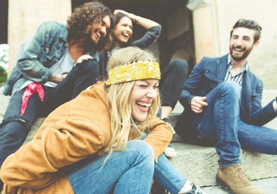 Cómo ser una persona más sociable y hacer más amigos