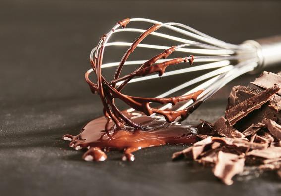 Batidor con chocolate