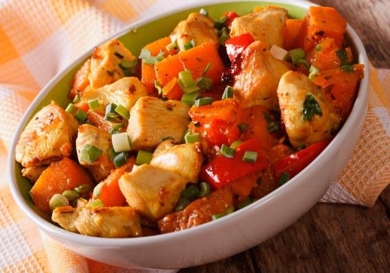 Pollo y vegetales al curry