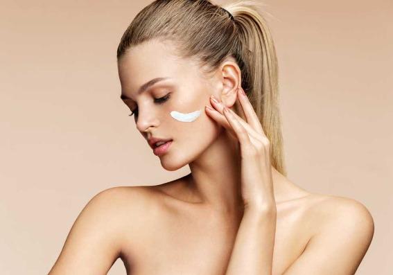 Todo lo que debe saber sobre las cremas antiarrugas según los dermatólogos