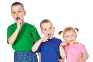 3kids brushing teeth