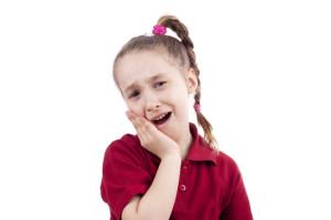 Girl aching teeth