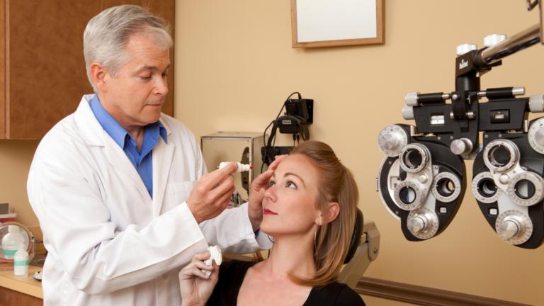 Doctor Examine the eye