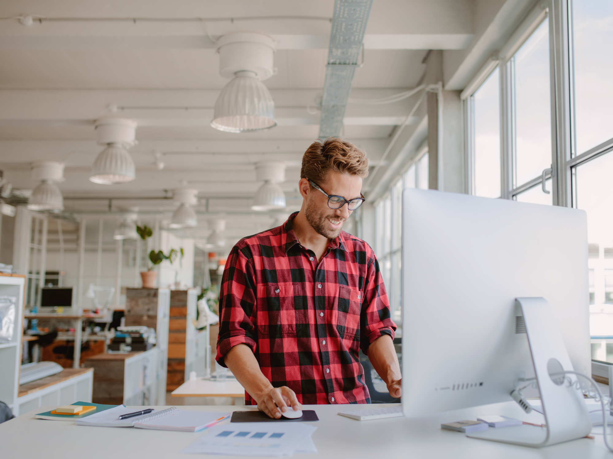4 Reasons You Should Sit and Stand While You Work