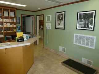 Petaluma Veterinary Hospital waiting room- image