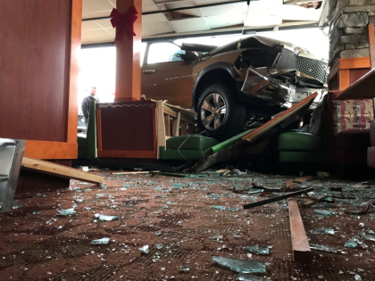 Diners Injured When Truck Crashes Into Sizzler
