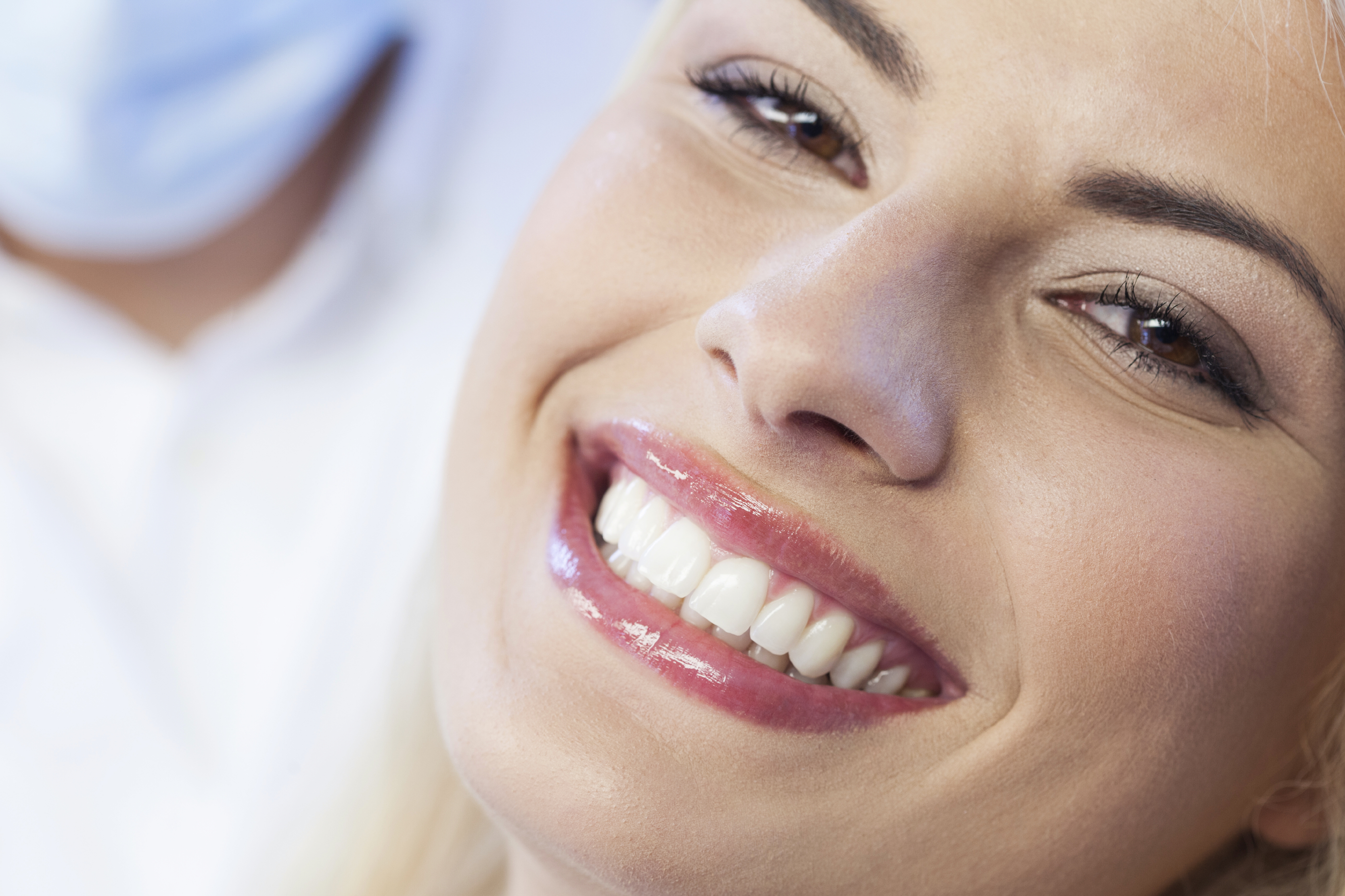 A woman without gaps between her teeth, smiling