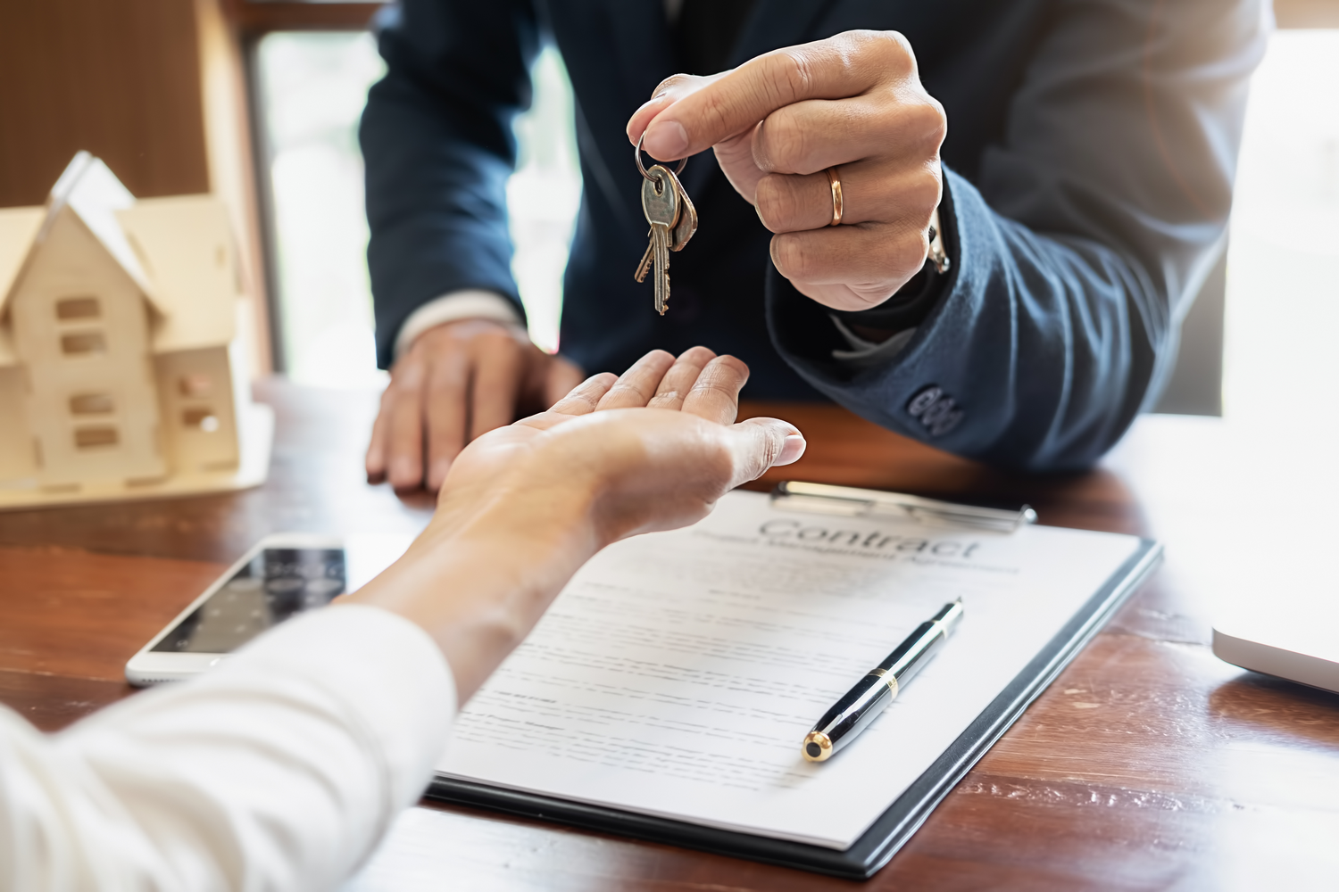 Dealing With Multiple Home Offers and Bidding Wars