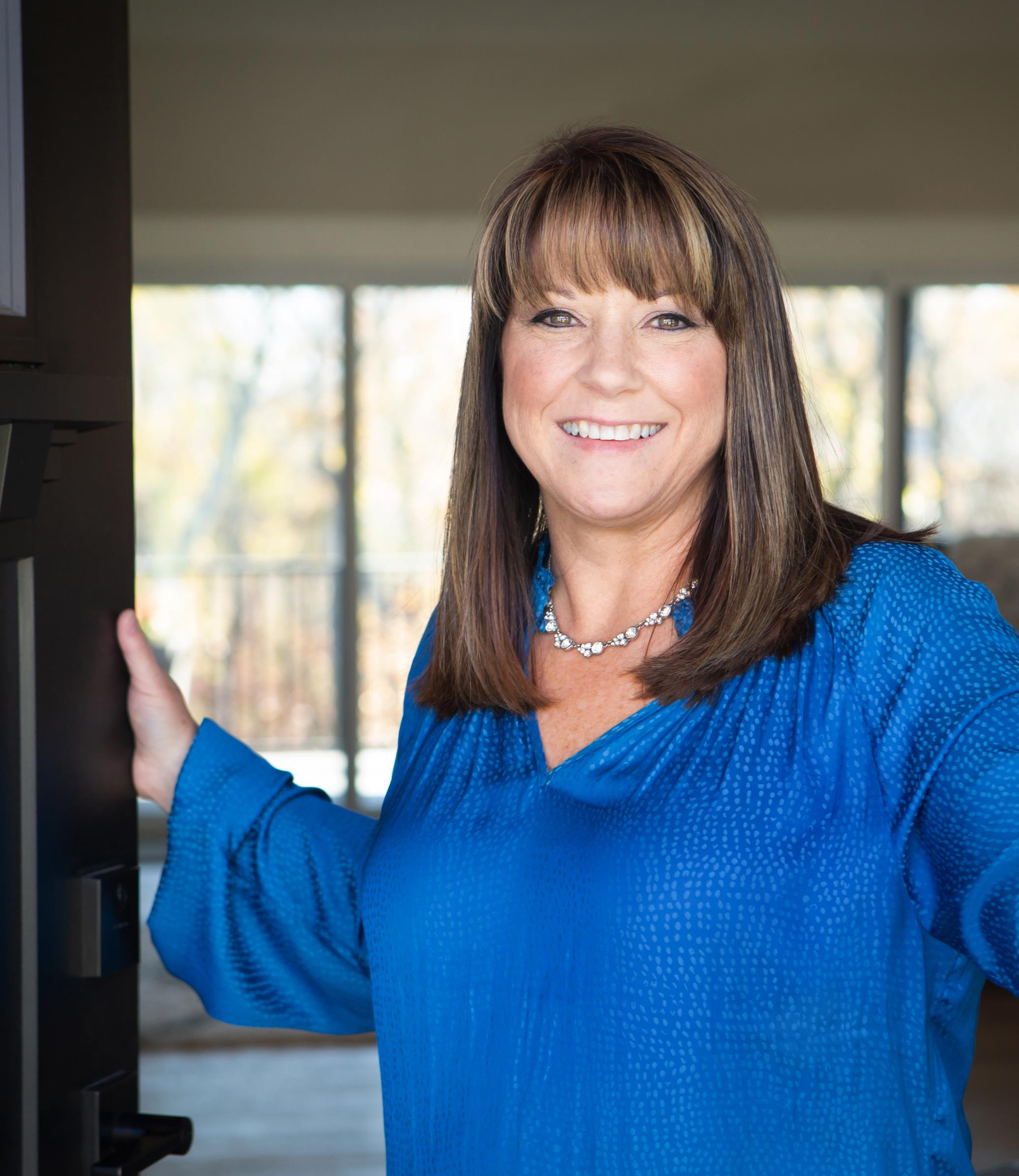 Lisa Lisa is a licensed real estate agent in Lee's Summit MO