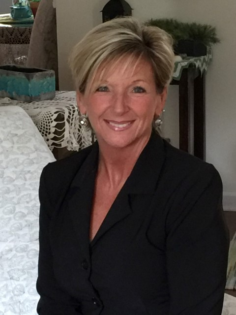 Angela Mullet is a licensed real estate agent in Farmington MO