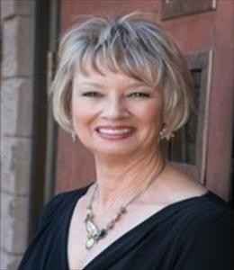 Liz Ellis is a licensed real estate agent in Tucson AZ