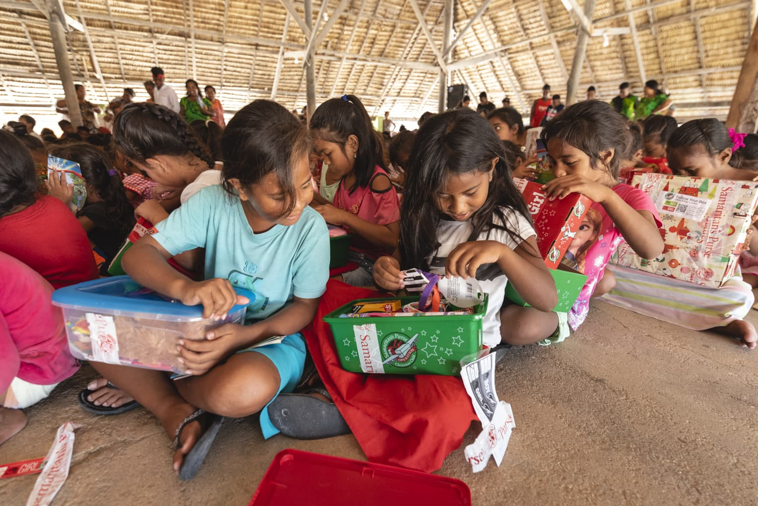 This distribution was part of an initiative to deliver gift-filled shoeboxes to every child on 1,000 Pacific islands over the next five years.