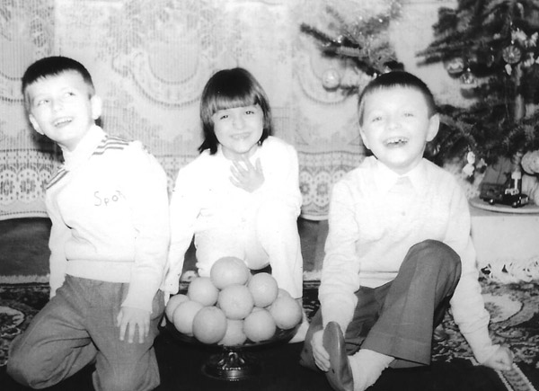 Dana with her siblings when she was young