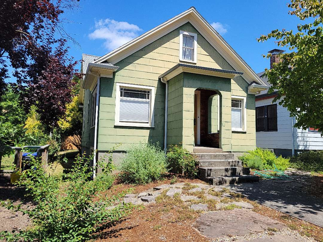 Portland, OR - Free estimate for James Hardie fiber cement siding replacement