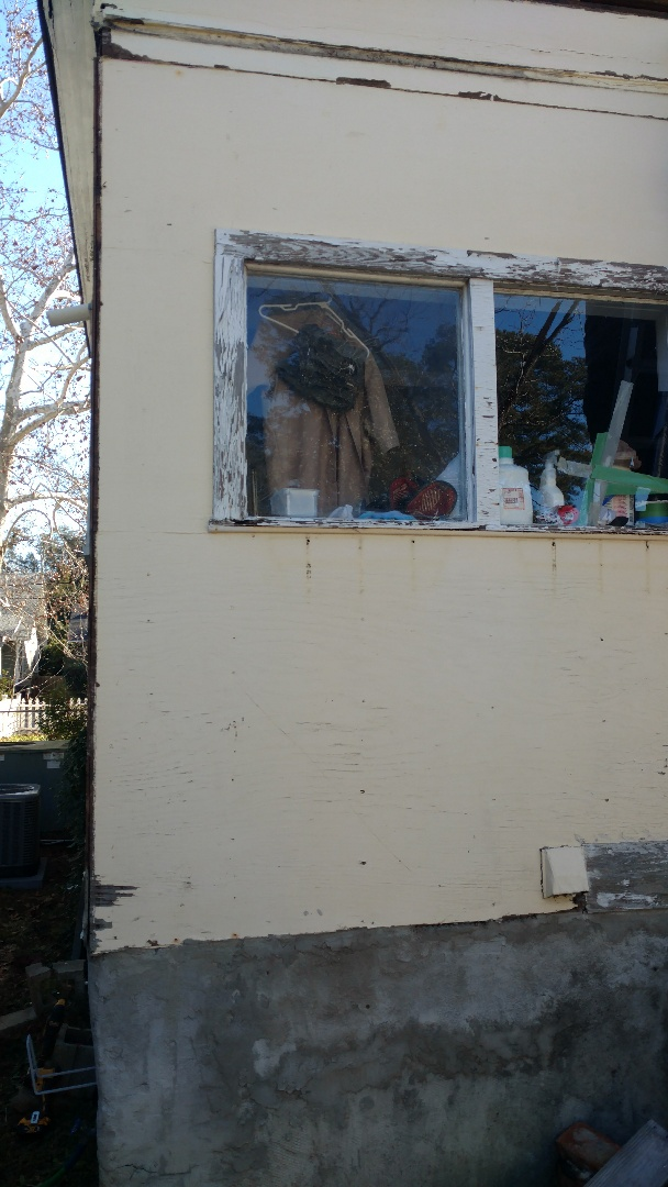 Augusta, GA - Hey, Here looking at some siding that needs to be replaced.
