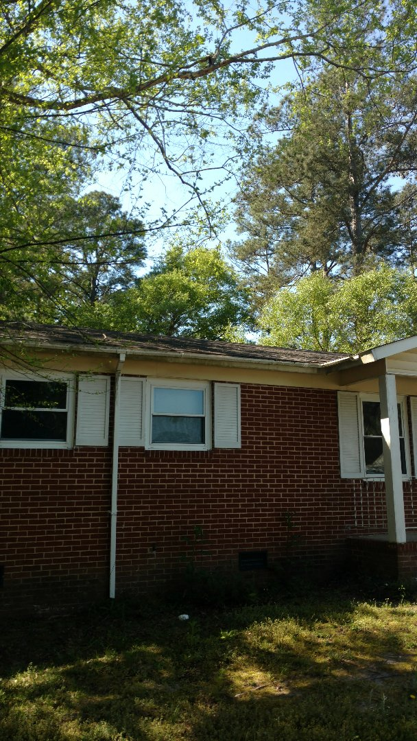 Grovetown, GA - Hey here looking at a home to give an estimate for new roof.