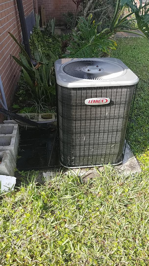 East Palatka, FL - Tune up Lennox heat pump system
