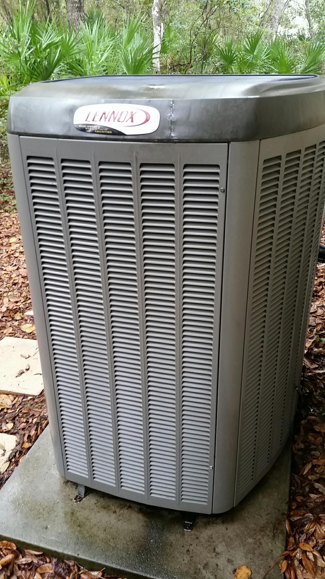 Hawthorne, FL - Maintenance on Lennox split heat pump system